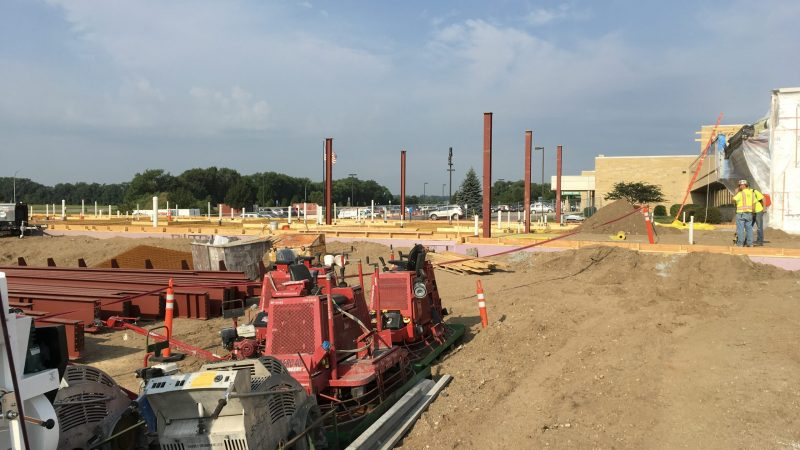 Steel beams go up at River's Edge Hospital